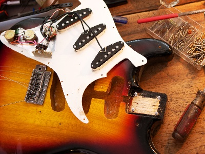 Insights to How the Electric Guitar Works